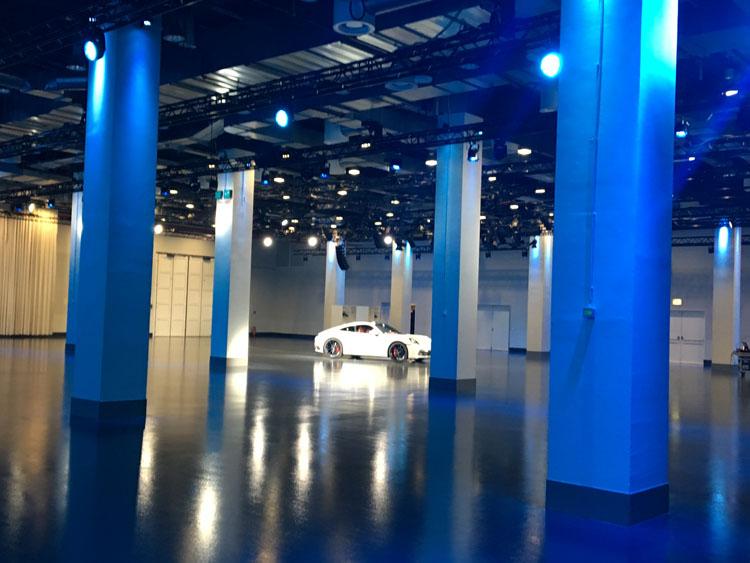 Porsche Carrera S steht im Untergeschoss