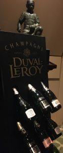 Champagnerflaschen im Regal