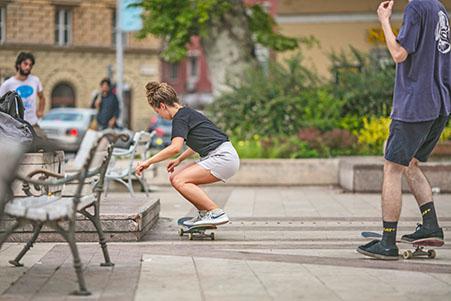 Skater und Longboard-Fahrer