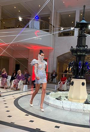 lana mueller couture im Hotel Adlon