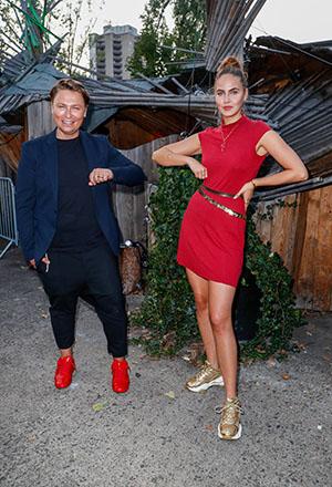 Dawid Tomaszewski und Elena Carrière kommen zu der Vernissage des Modedesigner Dawid Tomaszewski in der Storkower Str. 123.