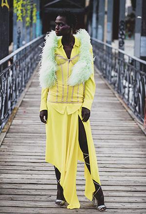 SS21 DAWID TOMASZEWSKI Outfit gelb ©GERALD MATZKA