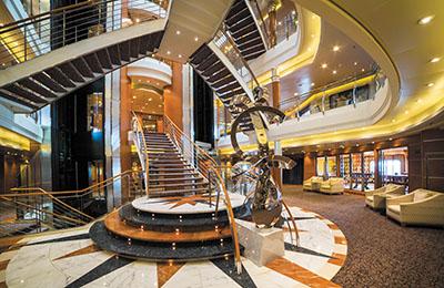 Foyer auf Kreuzfahrtschiff
