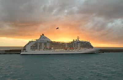 Kreuzfahrtschiff auf See