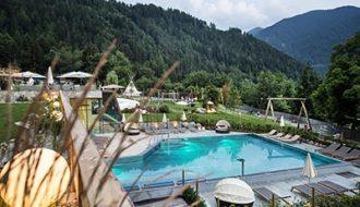 Pool in den italienischen Dolomiten