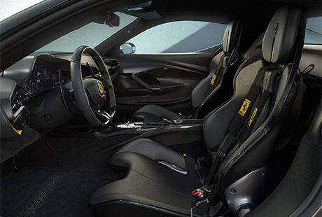 Ferrari 296 GTB Assetto Fiorani Ledersitze schwarz gelb